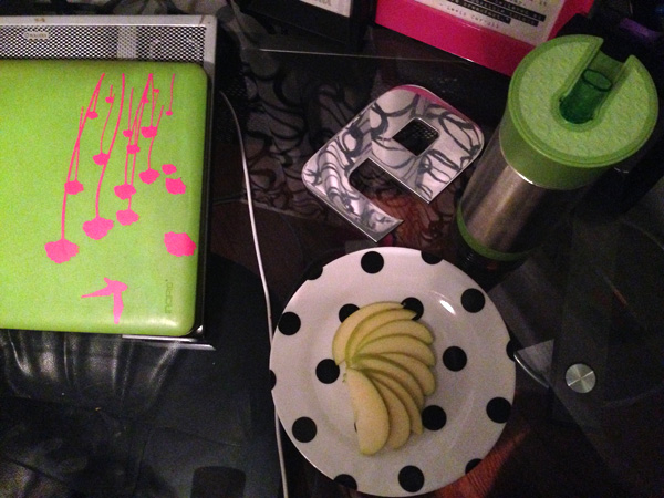 Keeping a water bottle at my desk is a nice reminder to hydrate all day (ps: note healthy snack too) #aveenodailychallenge