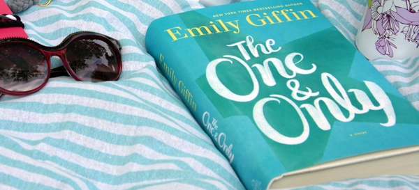 """Daycation + """"Beach"""" Bag Essentials // Summer Reading: Emily Giffin - The One & Only"""