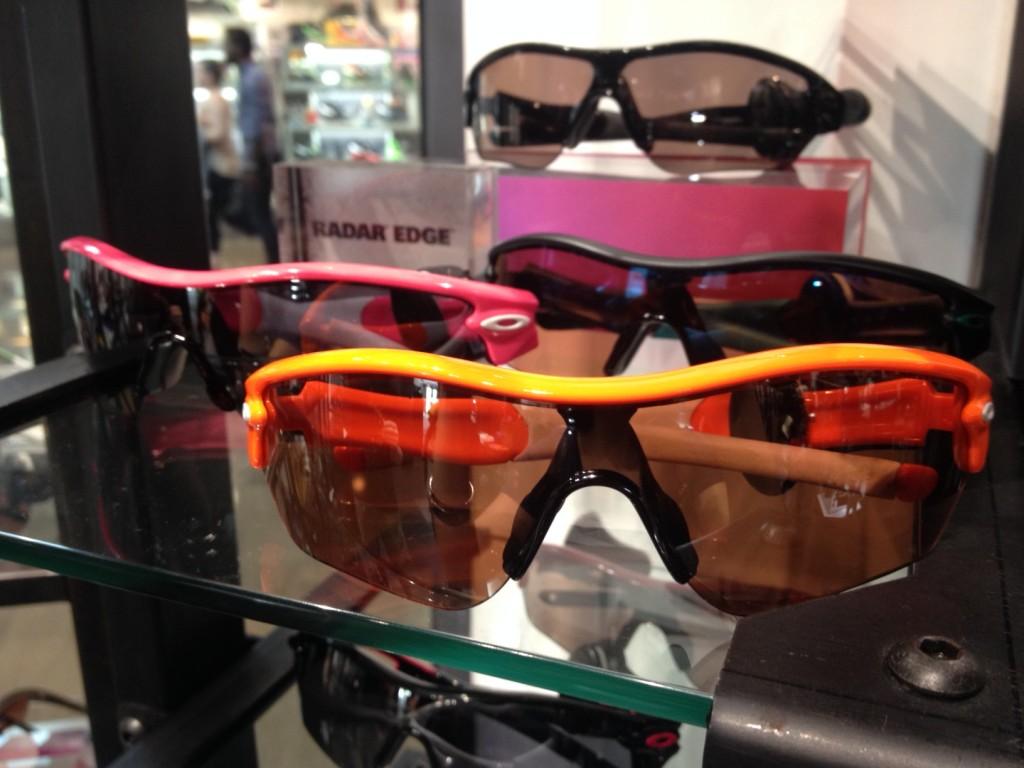 athletic sunglasses by oakley via genpink.com
