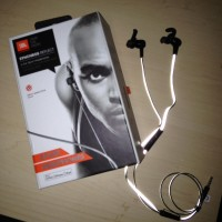 activewear headphones via genpink.com