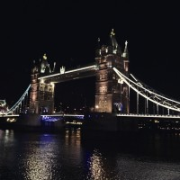 tower bridge in london and travel tips via genpink.com
