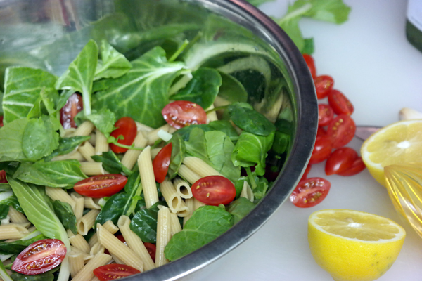 Recipe: Spinach & Pasta Salad with DIY Green Dressing