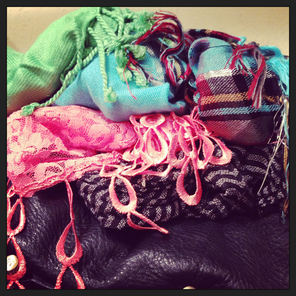 how to organize scarves via genpink.com
